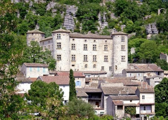 Le village médiéval de Voguë - Photo Pinterest