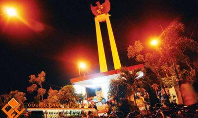 Tugu Garuda Pare saat malam hari