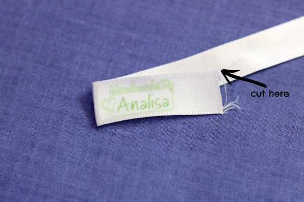 A step by step tutorial for making handmade clothing labels with your Silhouette | Parental Perspective