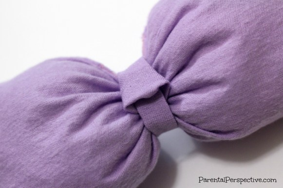 A tutorial with step by step instructions on how to sew an oversized bow for your Halloween costume. Perfect for Minnie Mouse or Daisy Duck!