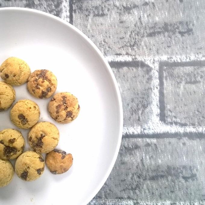 DIY Instagram Background, Mat, cookies, plate