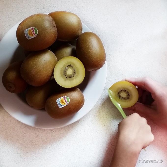 Easy and nutritious lunch inspiration Zespri SunGold Kiwifruit via www.parentclub.ca