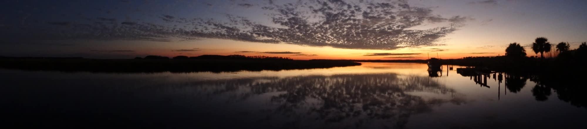 Un magnifique coucher de soleil sur les marais de Savannah