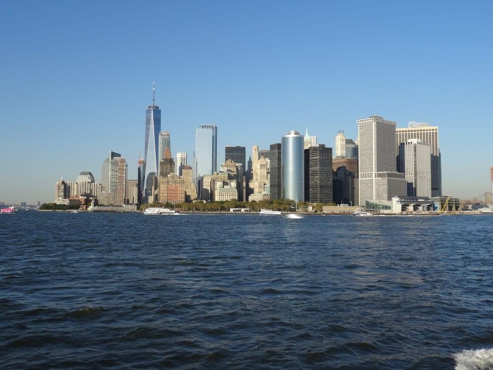 La forêt des tours de Manhattan depuis le ferry de Staten Island
