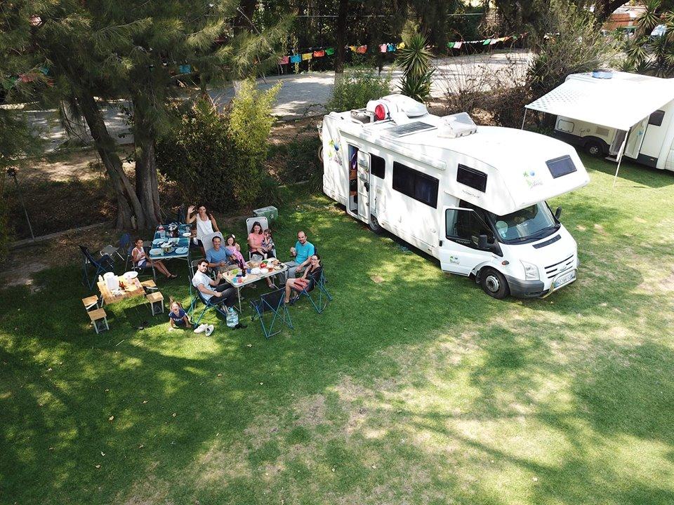 Rassemblement de familles françaises en voyage au Mexique à bord de leur camping-car