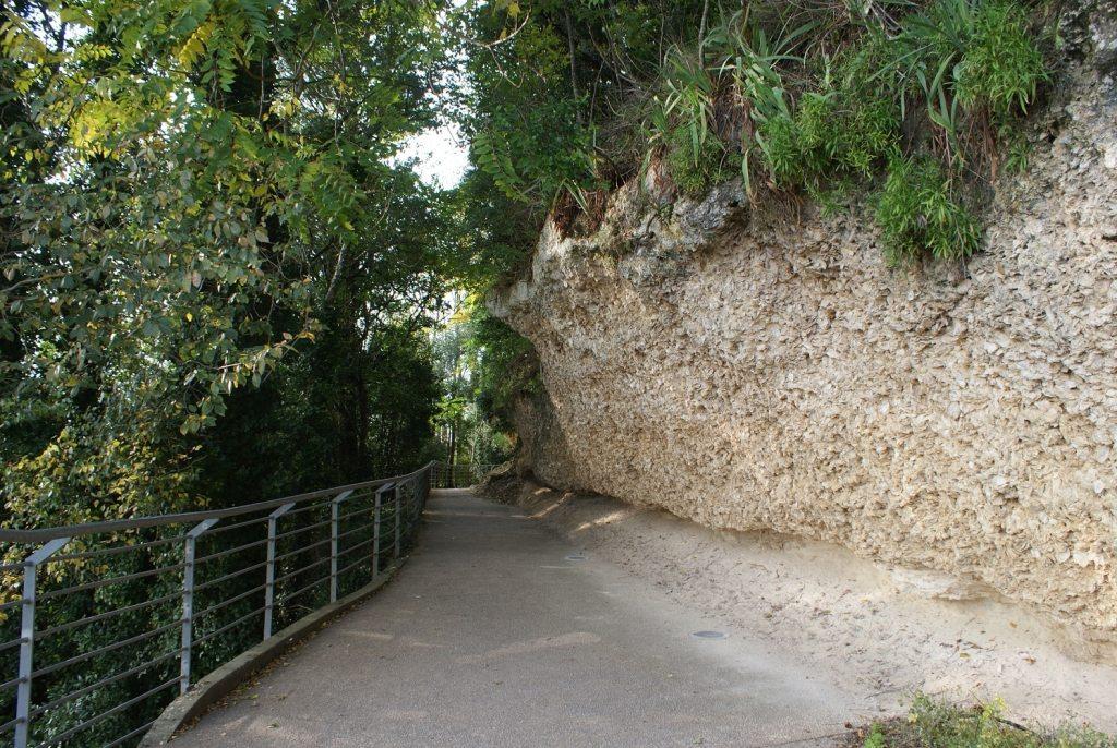 Le sentier des falaises à Sainte Croix du Mont