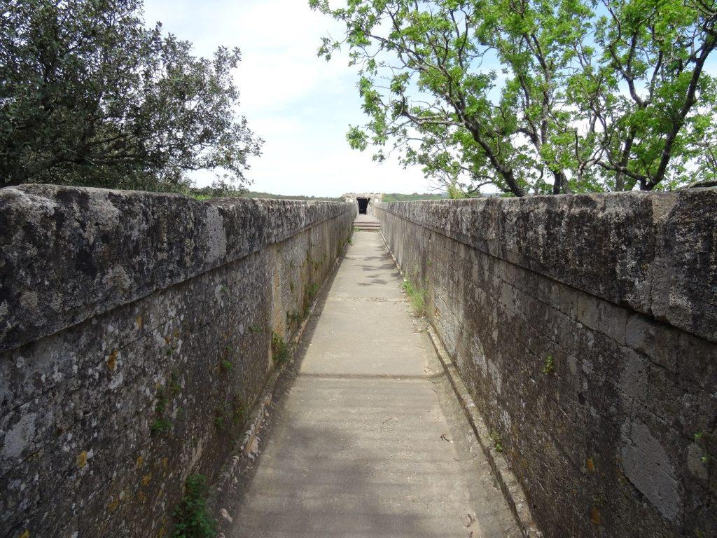 Canal supérieur du Pont du Gard où circulait l'eau d'Uzès à Nîmes