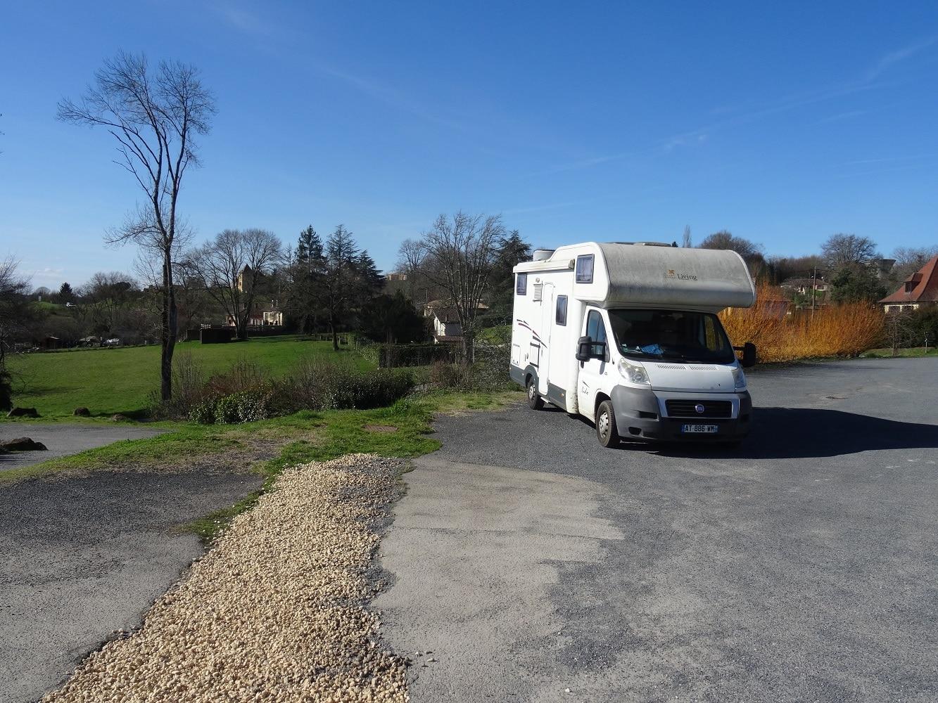 Aire camping-car Belvès - Zone de stationnement