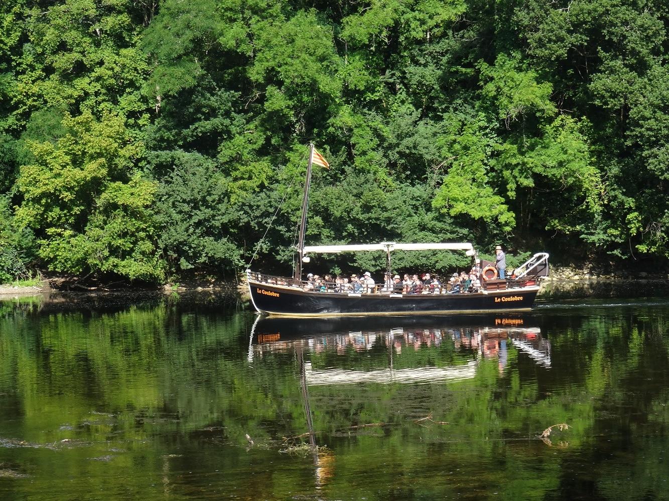 Faire un tour en gabarre sur la Dordogne