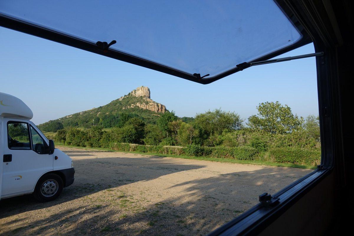 Stationnement camping-car, parking panorama du Grand site de France Solutré Pouilly Vergisson