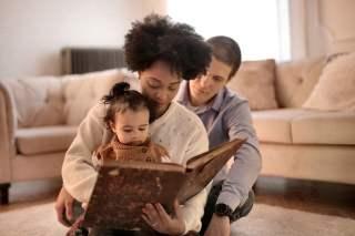 Parent teach infant with activities for language development