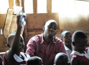 Nelson école bidonville Kampala don éducation