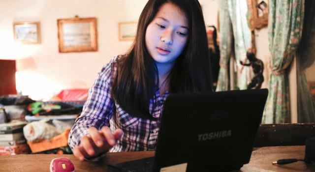 Adolescent nuit ordinateur