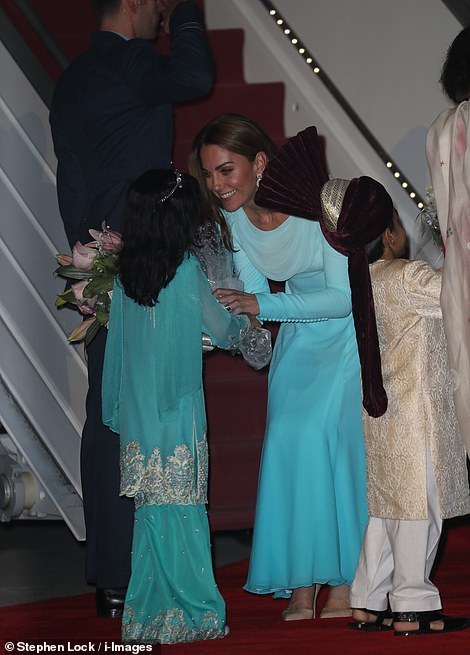 The Duchess of Cambridgereceived flowers when she landed