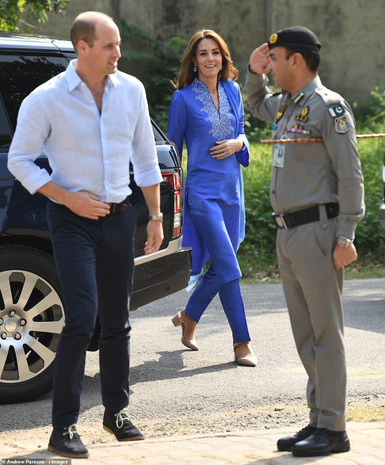 Kate looked relaxed as she stepped out of the royal car wearing a stunning blue traditional kurta and a pair of nude heels