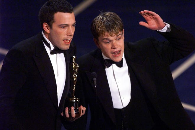 """Ben Affleck, Left, Matt Damon Accepts Oscar's Original Screenplay """"Good will hunting"""" At the 70th Academy Awards in 1998.Friends reunited as a new drama writing pair """"Last Duel."""""""