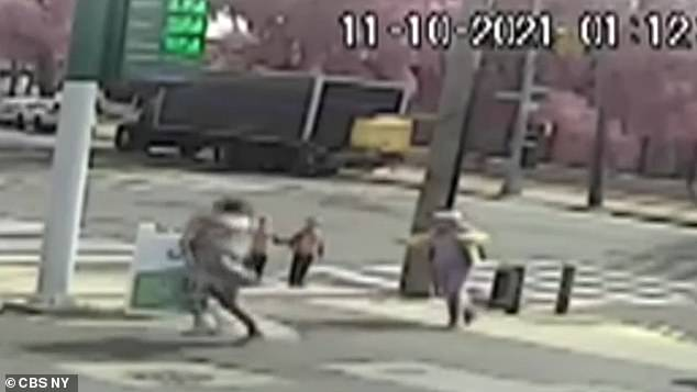The man wrapped the little girl in a comforter and snatched her from the sidewalk