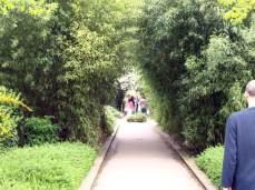 Promenade Plantée. Promenáda je součástí Coulée Verte, zeleného pásu okolo Paříže. Ekologiký projekt má zajistit dostatek zeleně pro všechny Pařížany.