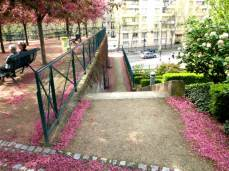 Promenade Plantée. Růžové schodiště na ulici Daumesnil.