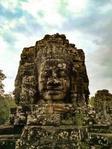 blog-voyage-parfums-de-liberte-julie-et-leo-temples-d-angkor-visage-sage-216
