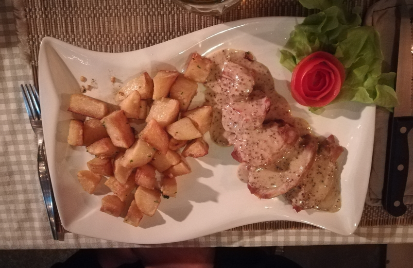 blog-voyage-couple-parfums-de-liberte-leo-et-julie-petit-budget-paris-restaurant