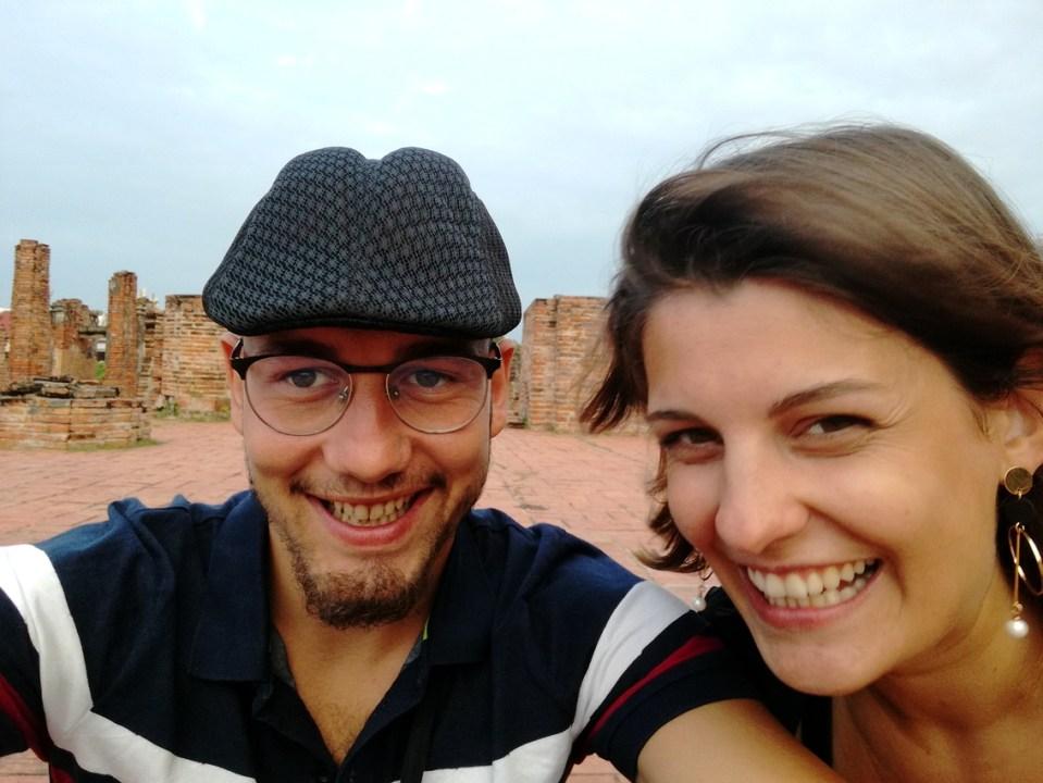 blog-voyage-couple-parfums-de-liberte-leo-et-julie-petit-budget -ayutthaya-selfie