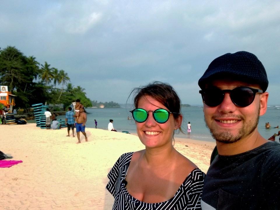 blog-voyage-couple-parfums-de-liberte-leo-et-julie-petit-budget-selfie-deux-amour-sri-lanka-baleines