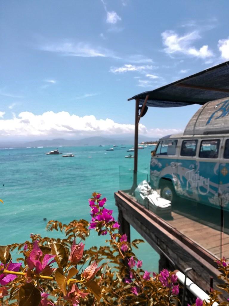 blog-voyage-couple-parfums-de-liberte-leo-et-julie-petit-budget-bali-indonesie-nusa-lembongan-van-vue-mer