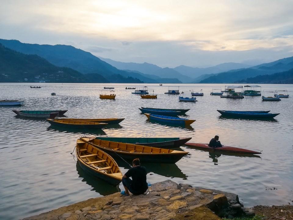 blog-voyage-couple-parfums-de-liberte-leo-et-julie-petit-budget-bienfaits-bilan-nepal-lac
