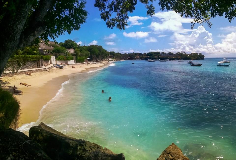 blog-voyage-couple-parfums-de-liberte-leo-et-julie-petit-budget-bienfaits-bilan-paysage-plage