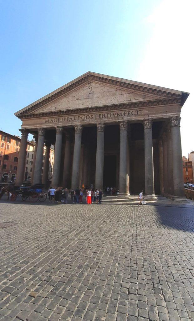 blog-voyage-couple-parfums-de-liberte-leo-et-julie-petit-budget-visiter-italie-rome-pantheon-fontaine-de-trevi-basilique-saint-pierre-coronavirus-billet-ticket-avant
