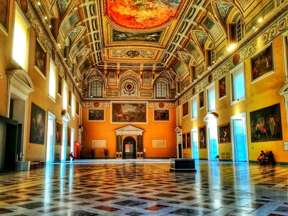 blog-voyage-couple-parfums-de-liberte-leo-et-julie-petit-budget-visiter-italie-visite-pompei-musee-naples-napoli-camping-vanlife-ruines-archeologie-coronavirus