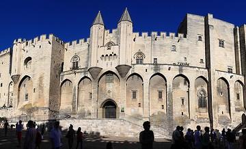 Le-Palais-des-Papes-Avignon