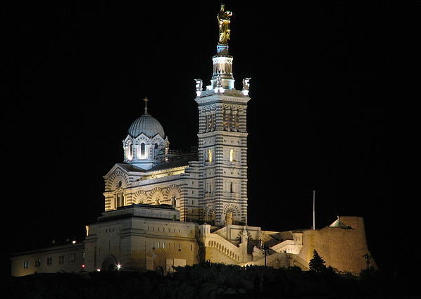 quitter-paris-pour-marseille-640px-Notre-Dame_de_la_Garde_de_nuit