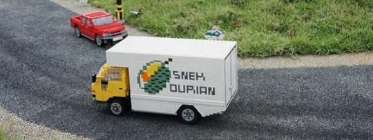 La touche locale, un camion avec un dessin de durian