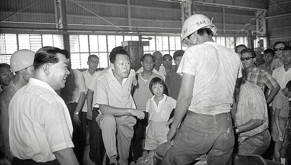 Lee Kuan Yew sur un chantier