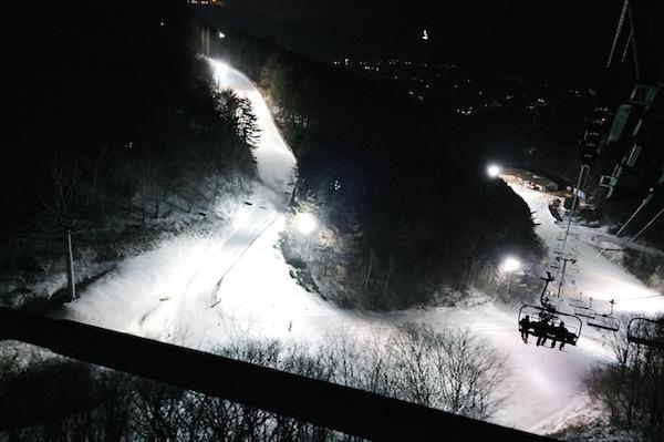 Faire du ski la nuit en Corée