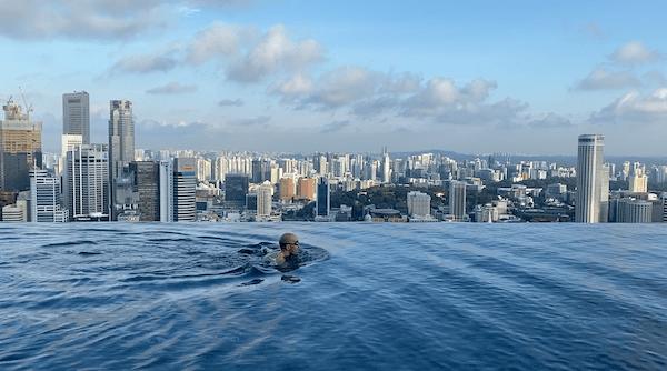 Marina Bay Sands Singapour piscine tout seul