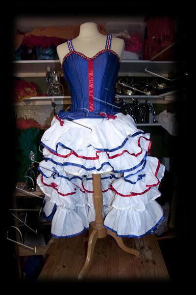 robe french cancan pour revue parisienne et spectacle cabaret