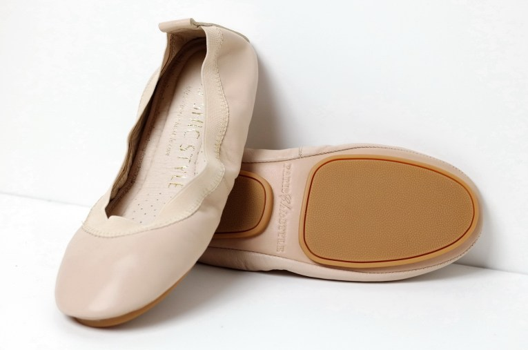 Paris Chic Style Foldable Ballet Nude 1 What_To_Wear_With_An_Off_The_Shoulder_Top_Everyday_Chic_Fashion_Paris_Chic_Style