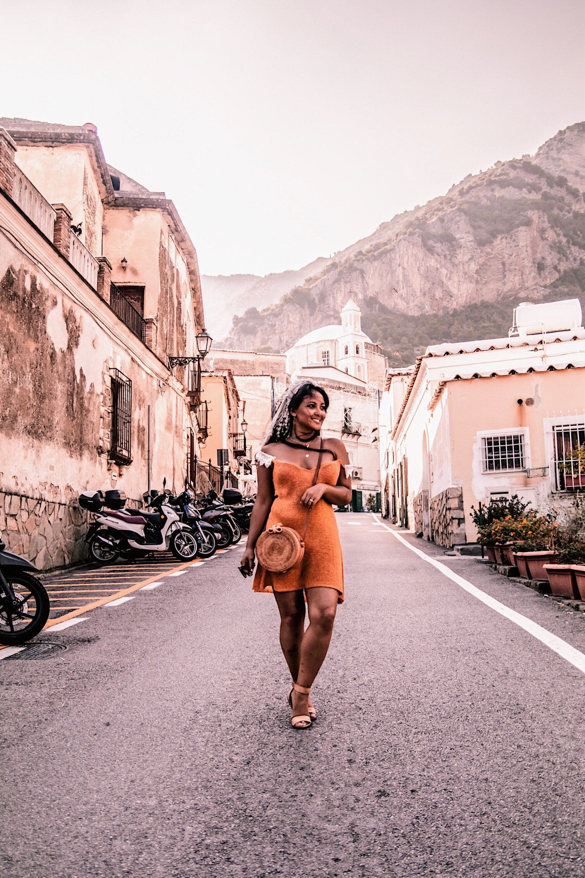 Positano-Travel-Guide-Best-Things-To-Do-In-Positano-Paris-Chic-Style-4