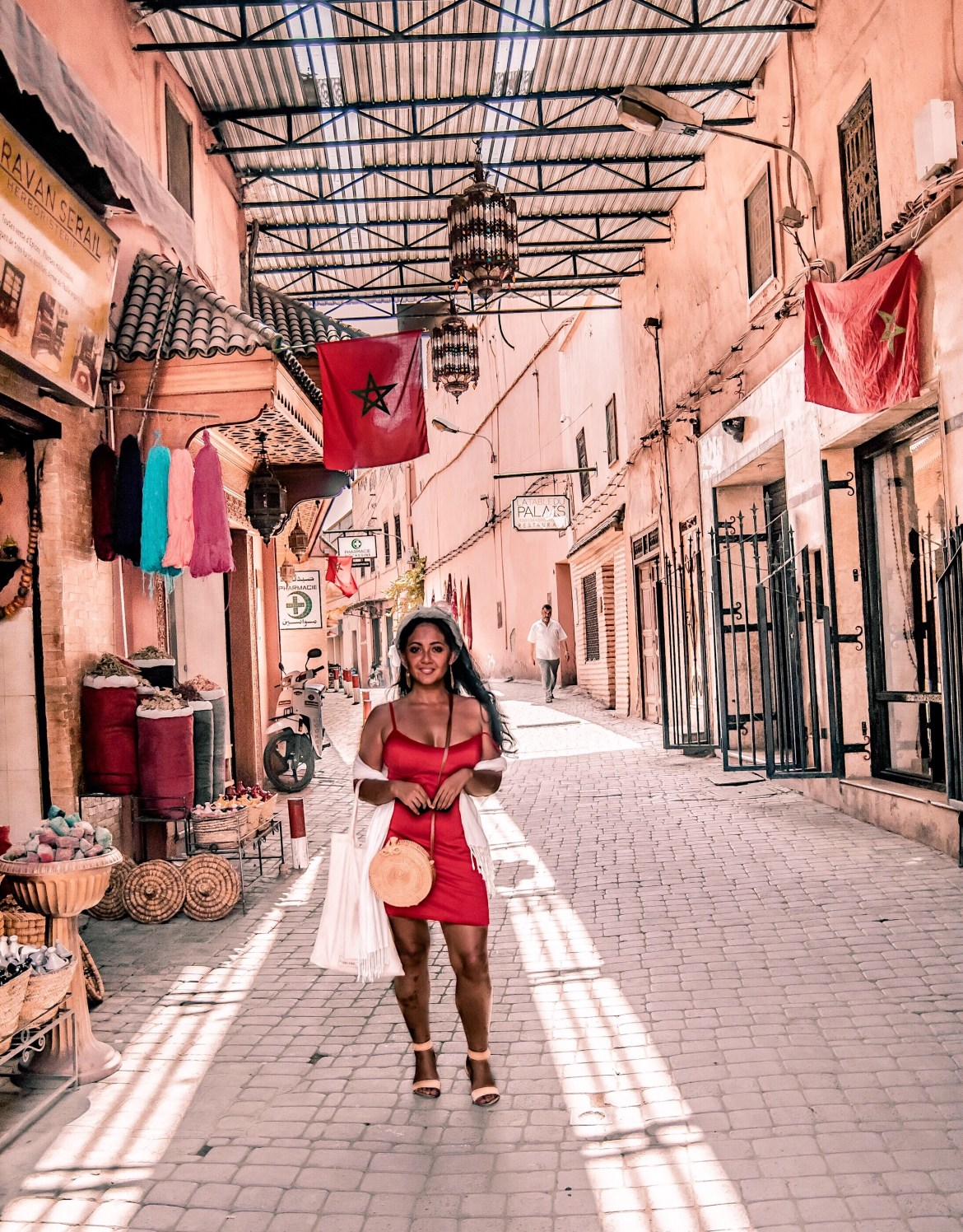 What-Color-Shoes-To-Wear-With-A-Red-Dress-How-To-Wear-A-Summer-Red-Dress-What-To-Wear-In-Morocco-Marrakech-Paris-Chic-Style-4