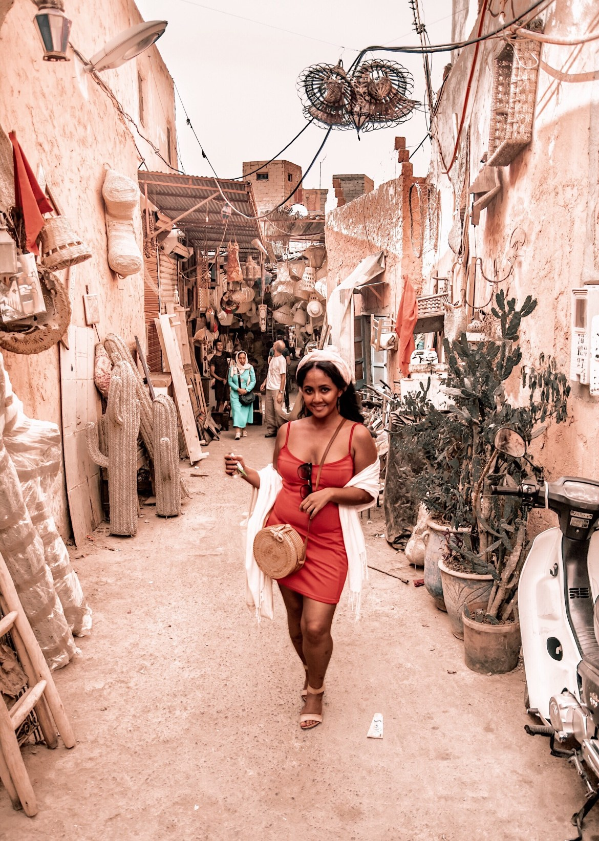 What-Color-Shoes-To-Wear-With-A-Red-Dress-How-To-Wear-A-Summer-Red-Dress-What-To-Wear-In-Morocco-Marrakech-Paris-Chic-Style-6
