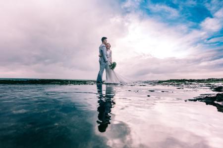 mariage-thème-bord-de-mer-couple-mariés