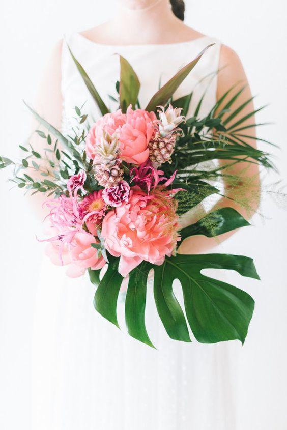 Thème-mariage-tropical-bouquet-mariée