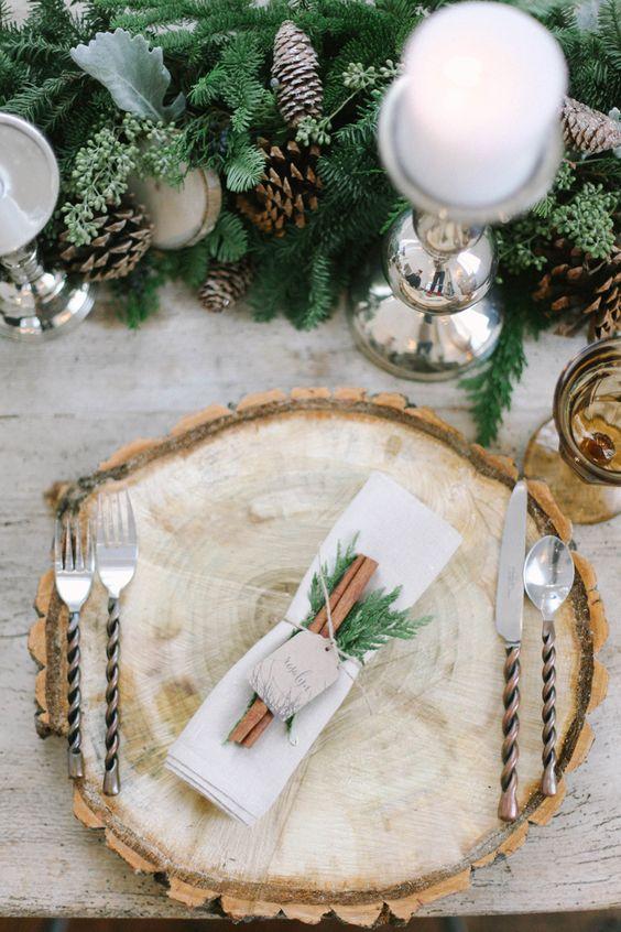 Thème-mariage-hivernal-rondelle-bois-sapin-pomme-de-pin