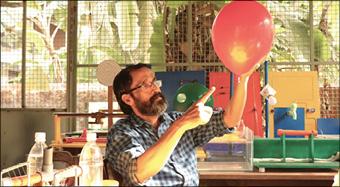 ലാബ് അറ്റ് ഹോം: നൂറു ദിന  ശാസ്ത്ര പരീക്ഷണങ്ങൾക്ക് തുടക്കമായി