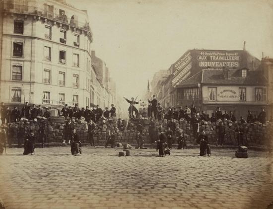 Barricade chaussée Ménilmontant Commune de Paris 1871 - Copie