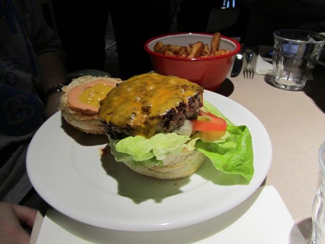 Restaurant ma cocotte la touche philippe starck saint ouen - Ma cocotte rue des rosiers ...