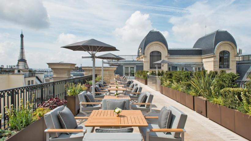 l 39 oiseau blanc d jeuner de r ve sur la terrasse du peninsula. Black Bedroom Furniture Sets. Home Design Ideas